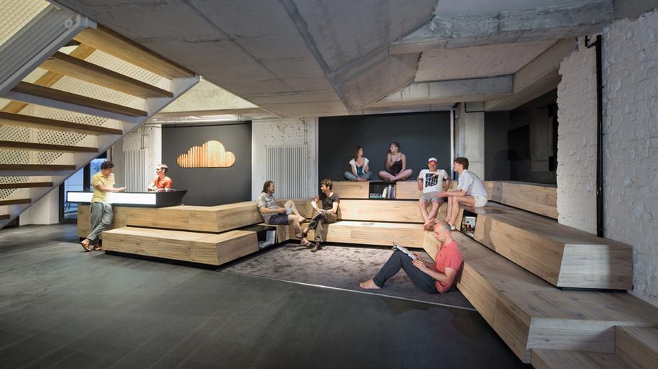 das b ro der zukunft mit kommunikativer wohlf hlatmosph re aus liebe zum holz i holzdesignpur blog. Black Bedroom Furniture Sets. Home Design Ideas