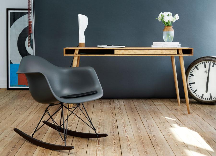 Verbindung von modernem Design mit traditionellen Elementen - der Schreibtisch POET DESK von Nordic Tales