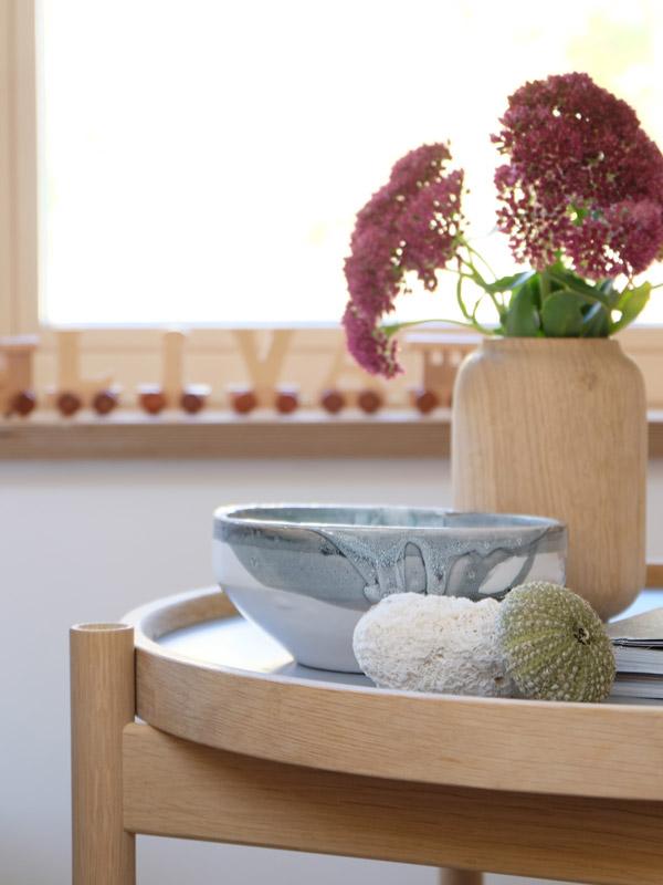 Beistelltisch mit Dekoration - TRAY TABLE von Brdr. Krüger