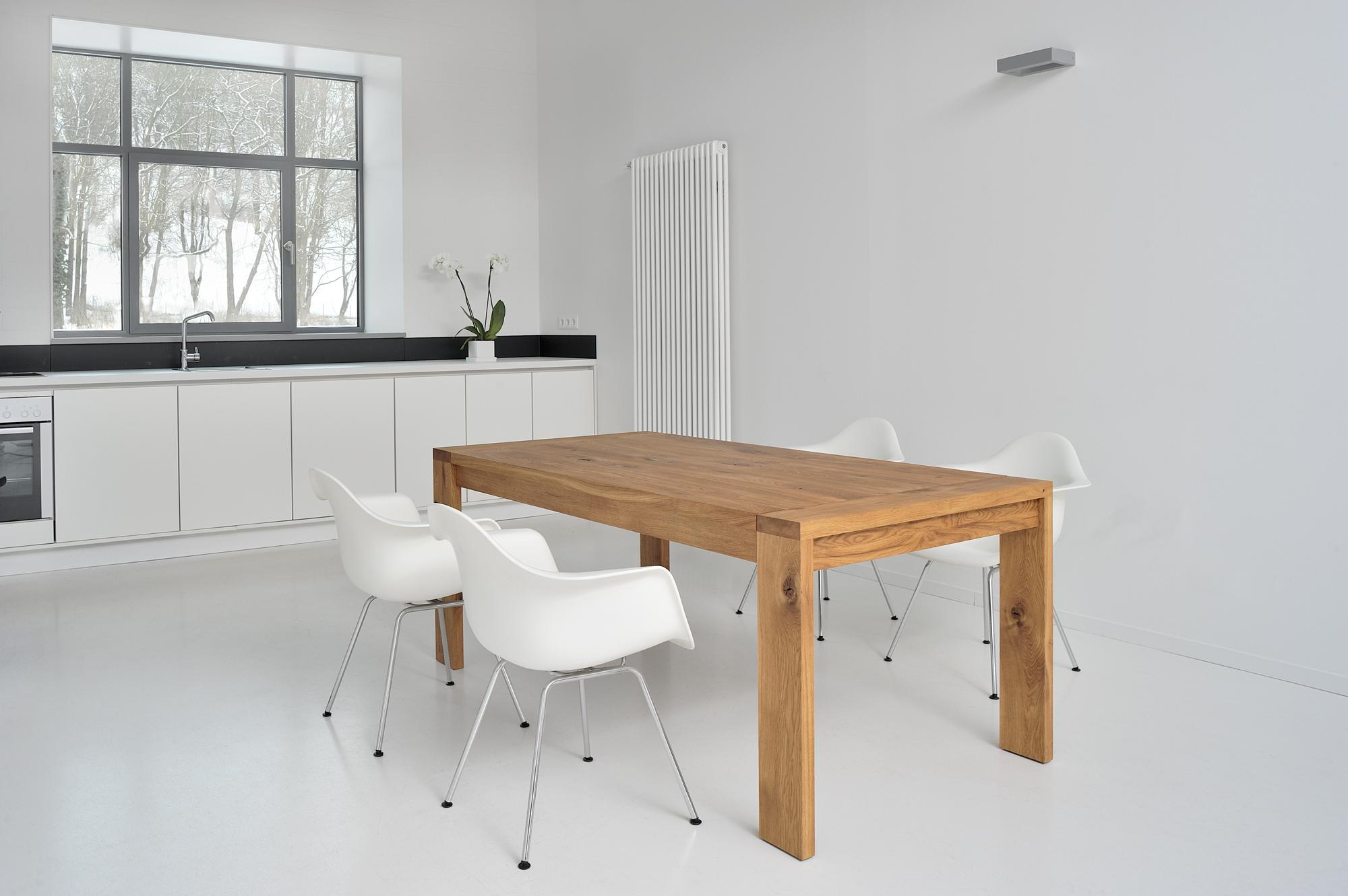 Wohnen in leichtigkeit mit wei und holz i holzdesignpur for Holztisch massiv design