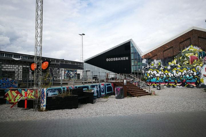 """""""Institute for X"""" in Godsbanen ist laut Jonas, """"das Auge des Tornados"""" für Designstartups und bietet Raum und Werkzeug zum Basteln und Entwerfen. Gleichzeitig inspirieren sich die jungen Designer hier gegenseitig."""