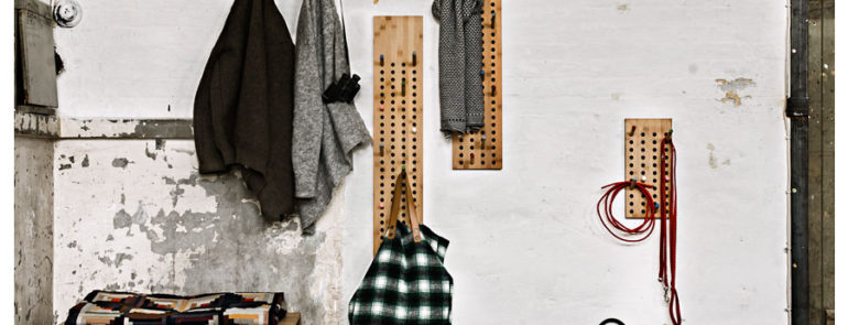 Garderobe SCOREBOARD von We Do Wood