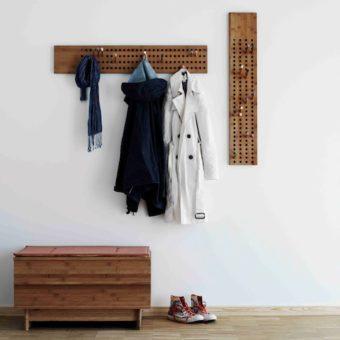 Design-Garderobe SCOREBOARD mit Haken aus Holz von WeDoWood