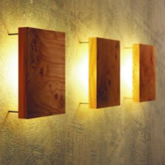 Moderne Wandleuchte aus Massivholz von uniic