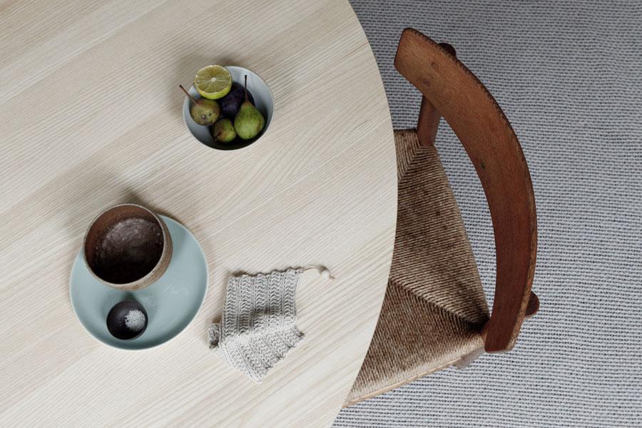 Runder Esstisch PROFILE TABLE in Eiche hell von Stattmann neue Möbel