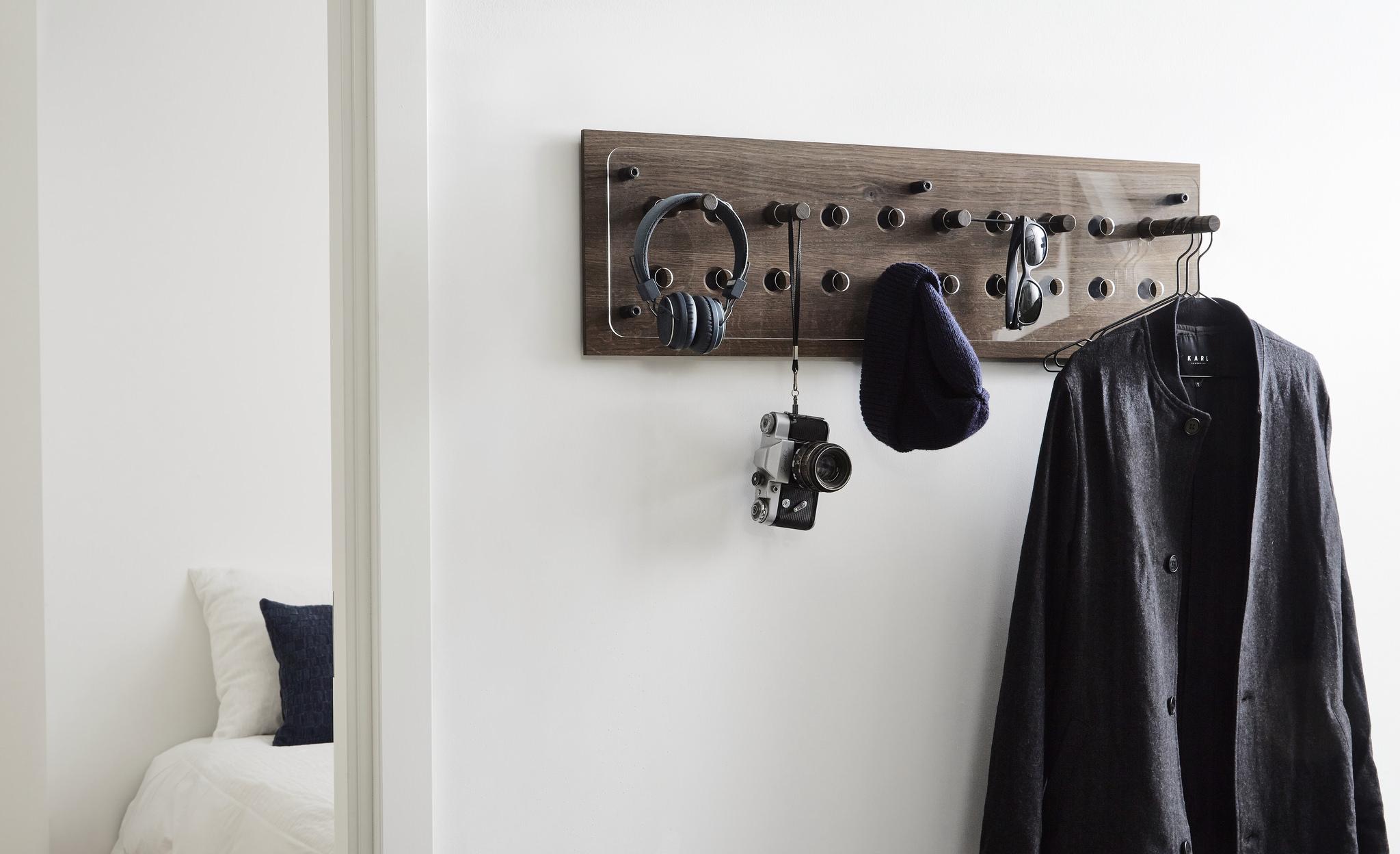 Wandgarderobe MOODBOARD 2x10 in Eiche geräuchert von Roon & Rahn
