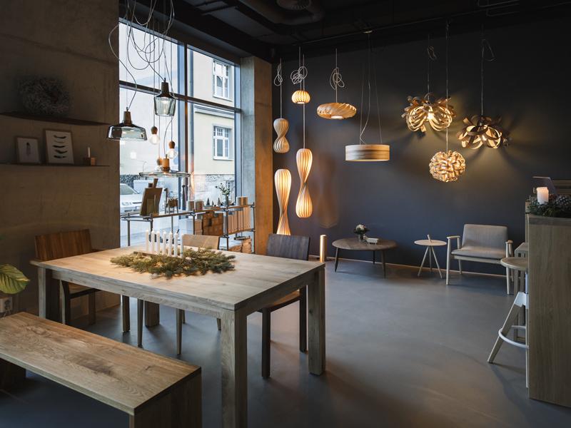 Showroom Holz & Hygge mit handgemachten Design aus Holz