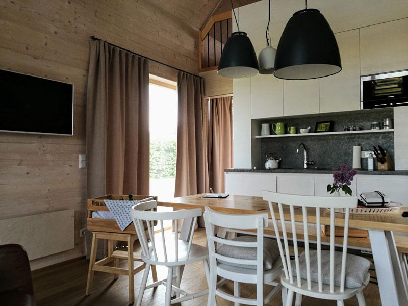 Küche - Einrichtung mit viel Holz in den Hainichhöfen
