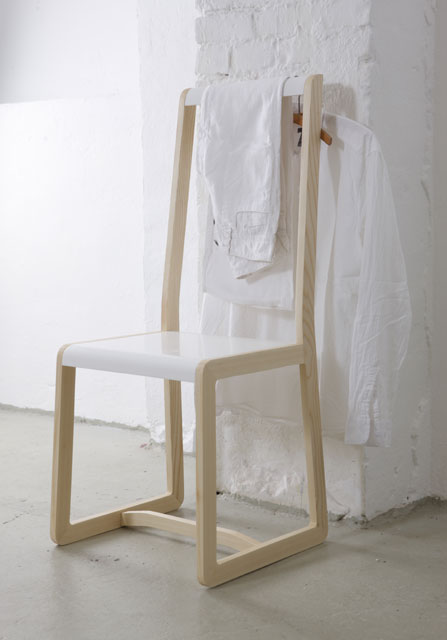 stummer diener aus holz private space von ellenberger design. Black Bedroom Furniture Sets. Home Design Ideas