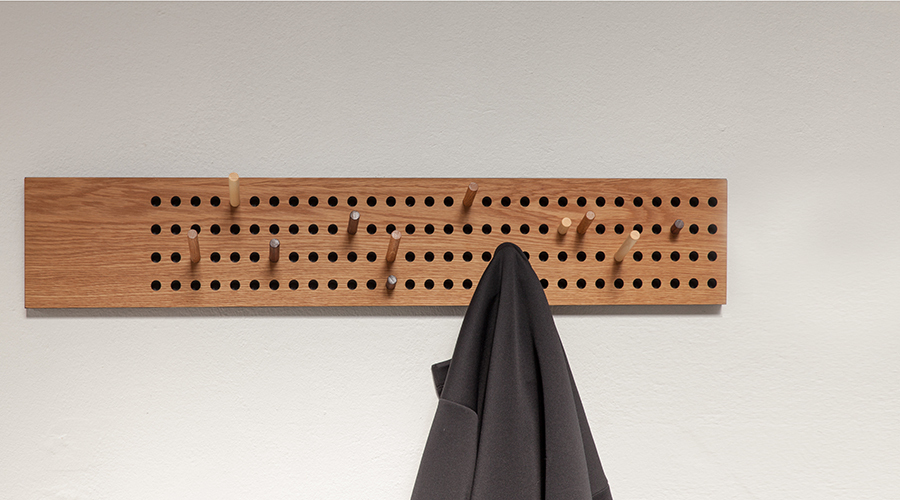 design garderobe scoreboard von we do wood aus echtholz. Black Bedroom Furniture Sets. Home Design Ideas