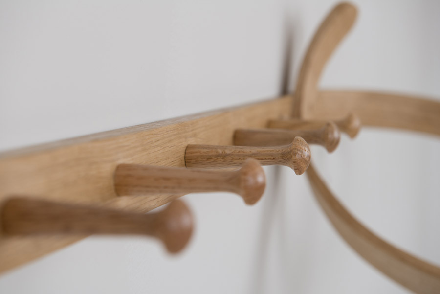 design wandgarderobe aus holz coat loop von tom raffield. Black Bedroom Furniture Sets. Home Design Ideas
