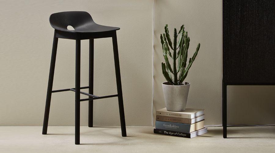 Barhocker mono bar stool von woud i holzdesignpur for Barhocker aus holz