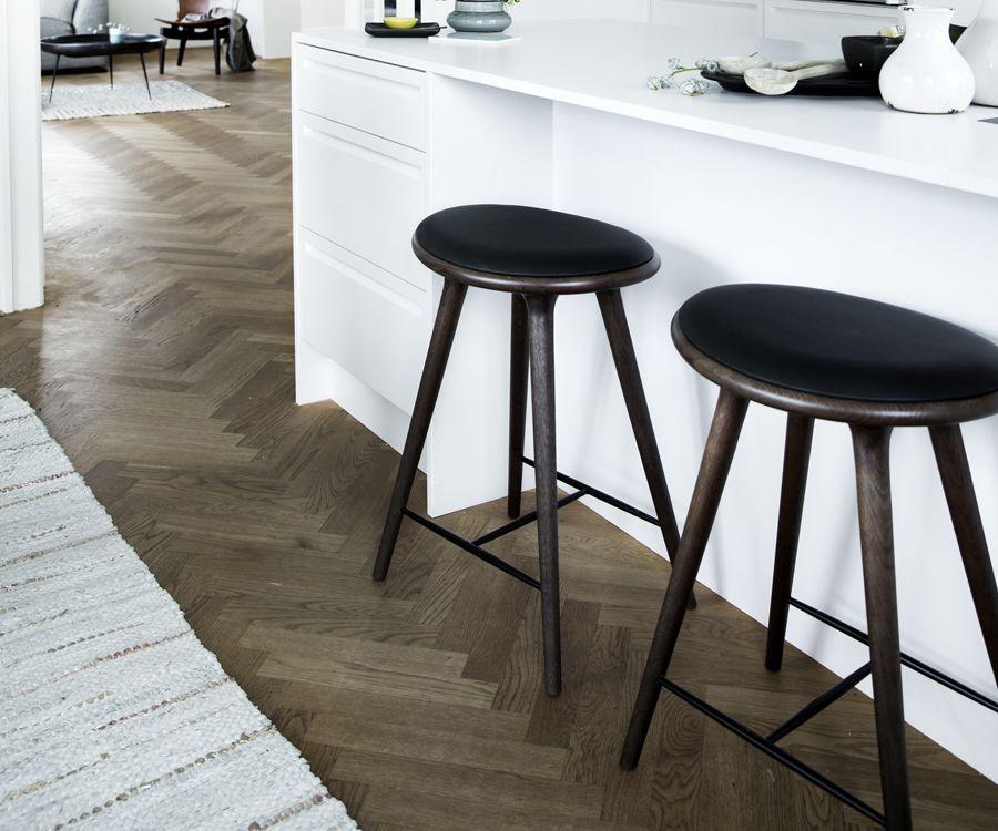 Barhocker high stool von mater i holzdesignpur for Barhocker mit ledersitz