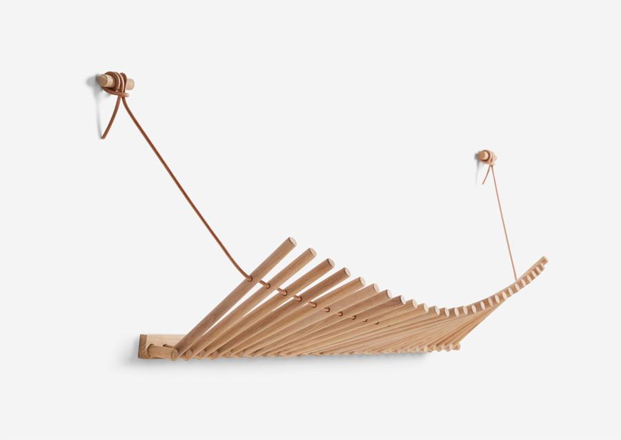 wandgarderobe knaegt aus holz von woud holzdesignpur. Black Bedroom Furniture Sets. Home Design Ideas