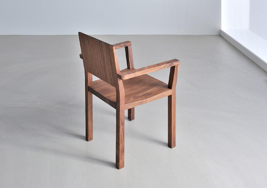 stuhl tau a mit armlehne aus holz holzdesignpur. Black Bedroom Furniture Sets. Home Design Ideas