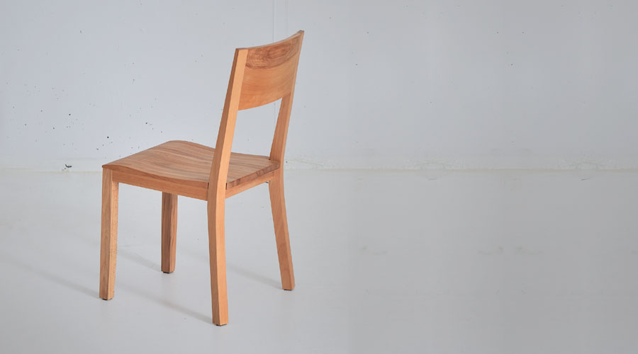 holzstuhl nomi aus massivholz von vitamin design. Black Bedroom Furniture Sets. Home Design Ideas