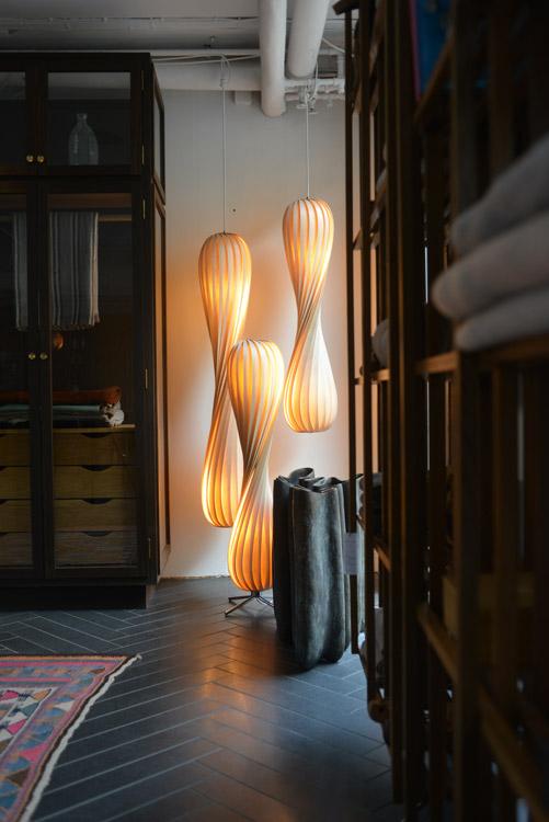 designer pendelleuchten aus holzfurnier tr7 von tom rossau. Black Bedroom Furniture Sets. Home Design Ideas